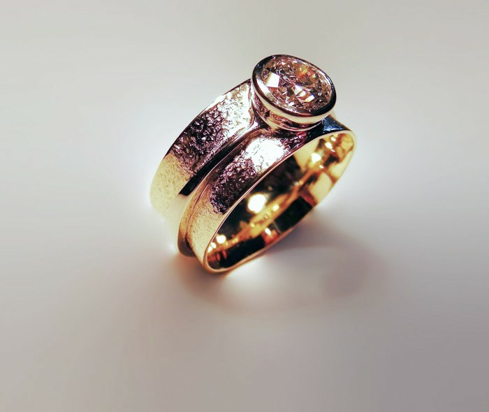 barrel shaped textured gold & diamond ring