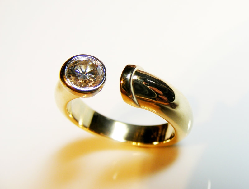 Asymmetrical 18ct yellow gold diamond ring