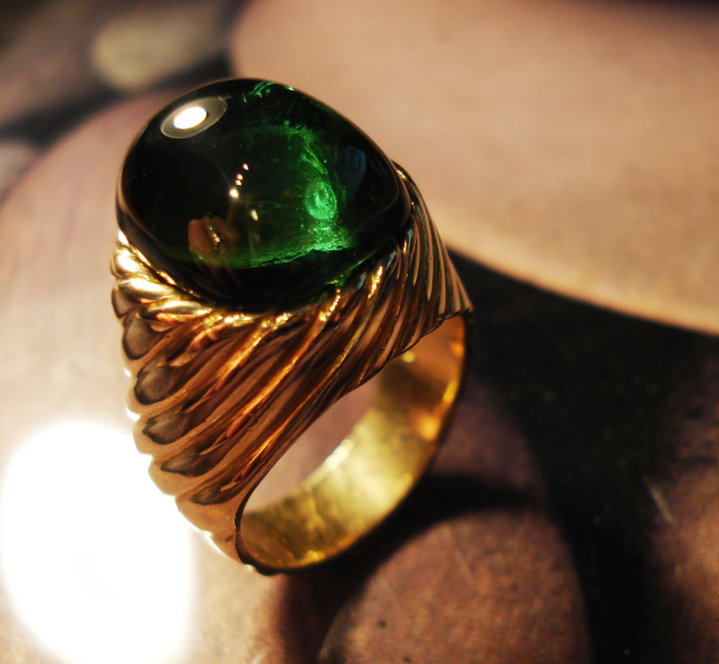 large green tourmaline & gold grooved ring