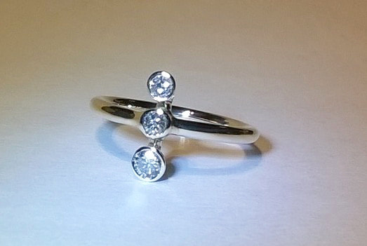 3 stone trilogy diamond white gold ring