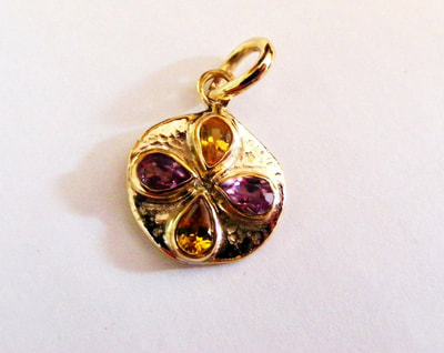 18ct gold Kiss pendant with golden & pink sapphires