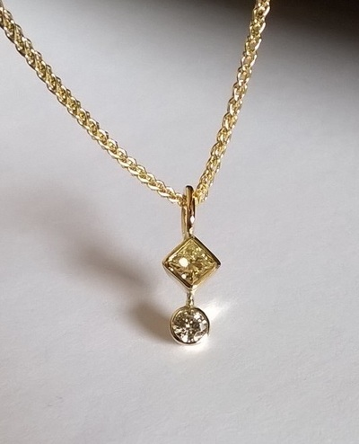 Yellow natural diamond, square-cut, conflict-free, set in 18ct gold, with round white brilliant cut natural conflict-free diamond, classic, elegant pendant